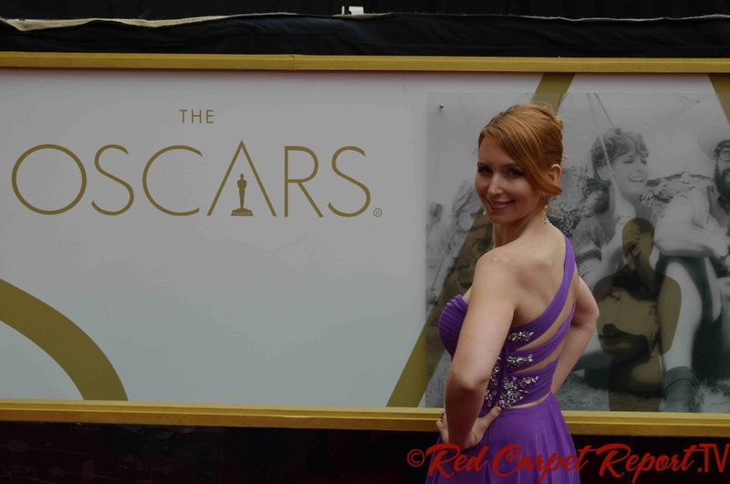 Tamara Krinsky - DSC_0699 med oscar sign back view_small file